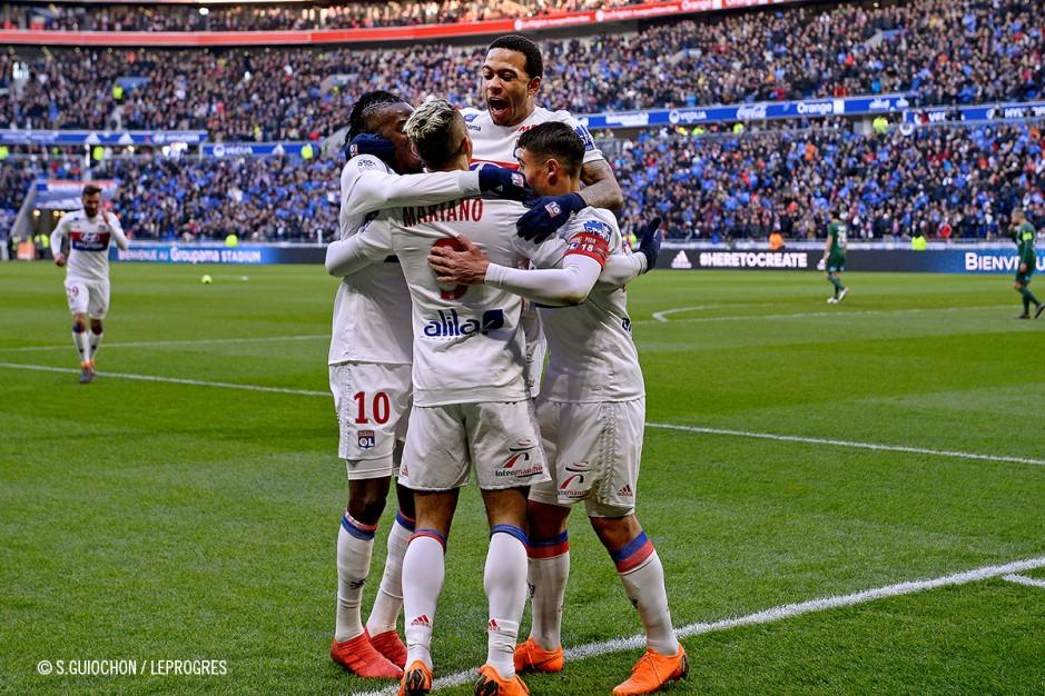Célébration après le but Lyonnais du derby