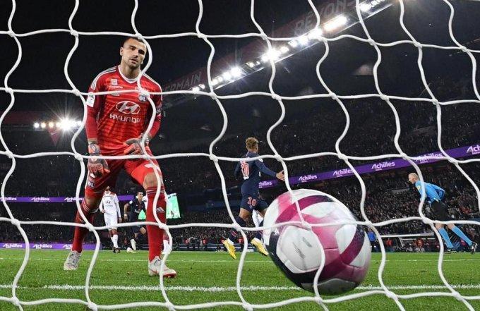 Lopes n'a qu'à chercher le ballon au fond de ses cages...