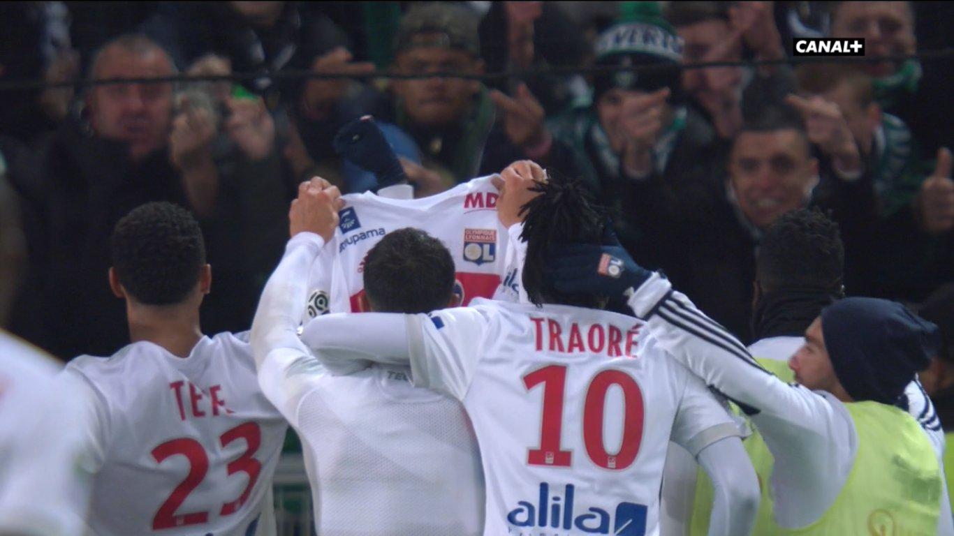 La célébration de Fekir, après son but lors du derby pour le 5 à 0 en fin de match.