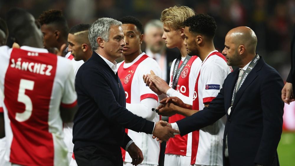 Peter Bosz s'incline face à José Mourinho en finale d'Europa League.